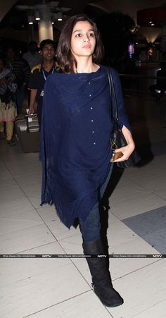 Alia Bhatt Snapped At Airport Returning From New Year Celebrations Indian Celebrities, Bollywood Celebrities, Bollywood Fashion, Bollywood Actress, Oscar Fashion, Diva Fashion, Aalia Bhatt, Alia Bhatt Cute, Airport Look