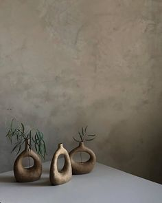 we can't get enough of these beautiful, delicate, sculptural stoneware vessels by She is currently showing alongside at TERRA at The Briggait in Glasgow, until 29 October. Home Decor Styles, Home Decor Accessories, Decorative Accessories, Diy Clay, Clay Crafts, Ceramic Clay, Ceramic Pottery, Keramik Vase, Gothic Home Decor