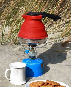"Cuissential SlickBoil is a cool collapsible silicone tea kettle, thus eliminating the need for large space in your kitchen. A perfect kettle to carry when you go camping, hiking, or traveling, it collapse into small and compact form enough (under 2,5"") to fit easily in your bag or kitchen drawer"