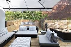 Wide White Canopy Used Above White Canvas On A Green Roof Residence Terrace With Rattan Benches ~ Stunning Roof Garden Brings Harmony Sensation in Montreal Roof Terrace Design, Rooftop Design, Deck Design, House Design, Canapé Design, Terrasse Design, Diy Terrasse, Modern Deck, Small Terrace