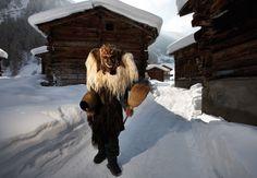 Brauchtum | Lötschental Tourismus |Ferien im Wallis in der Schweiz, Skiferien, Winterferien, Wellness, Ski, Snowboard, Schlitteln