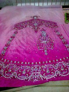 Kundan, Zardozi and Naqshi Dabka work Zardozi Embroidery, Bohemian Rug, Pearls, Style, Swag, Beads, Outfits, Gemstones, Pearl