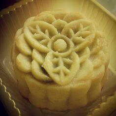 Celebrating the Mid-Autumn Festival with a beautiful Green Tea #mooncake