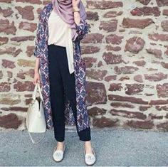 Casual hijab outfit with long cardigan. Love this lavender color. Casual hijab outfit with long cardigan. Love this lavender color. The post Casual hijab outfit with long cardigan. Love this lavender color. appeared first on New Ideas. Street Hijab Fashion, Muslim Fashion, Modest Fashion, Fashion Outfits, Women's Fashion, Fashion Ideas, Fashion Trends, Hijab Casual, Hijab Chic