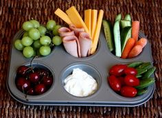 super cute snack tray lunch using a muffin tin and whatever you have in the fridge Lunch Snacks, Healthy Snacks, Healthy Eating, Healthy Recipes, Healthy Cupcakes, Toddler Meals, Kids Meals, Buffet, Boite A Lunch