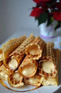 Crispy Soviet-era waffles with Dulce de Leche cream filling [800x1203]