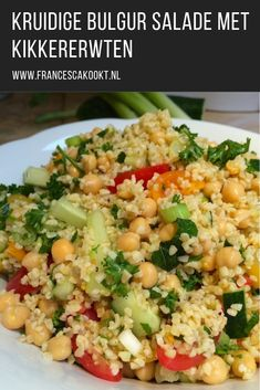 Kruidige bulgur salade met kikkererwten – Food And Drink Tabouli Salad Recipe, Salad Recipes, Good Healthy Recipes, Healthy Cooking, Best Easy Chili Recipe, Cauliflower Tabbouleh, Greek Quinoa Salad, Goat Cheese Pasta, Recipes