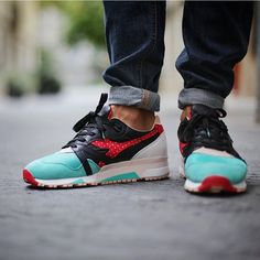 """""""Repost Sunday gets off to a flyer with the """"Castellers"""" N9000 collabo on feet diadora. x limiTEDition . This is some serious heat @aitormint great pick up…"""""""