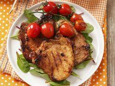 Schweinekarree vom Grill mit Cocktailtomaten ist ein Rezept mit frischen Zutaten aus der Kategorie Schwein. Probieren Sie dieses und weitere Rezepte von EAT SMARTER!