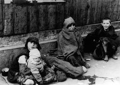 The Warsaw Ghetto Year hunger. Year of death, year of the Holocaust. This tragic period of struggle for survival. Korczak tried at all costs to protect, isolate children from the reality and horror of the ghetto Warsaw Ghetto Uprising, Jewish Ghetto, Virtual Memory, Historian, World War Two, Look Alike, Germany, Sports, Hamburg