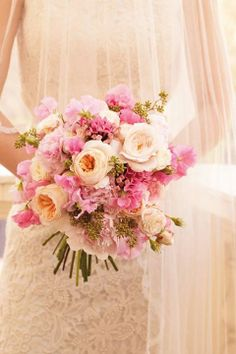 What flowers really cost ~ florists share tips on how to make the most of your budget ~ Pink flowers bouquet- Absolutely gorgeous. Love the colours Pink Flower Bouquet, Daisy Wedding Flowers, Neutral Wedding Flowers, Floral Wedding, Pink Flowers, Flowers Vase, Wedding Costs, Dream Wedding, 2017 Wedding