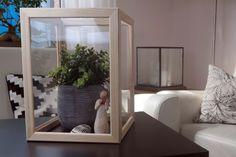 Heute habe ich meinen aller ersten IKEA Hack für euch. Einen Schaukasten aus VANKIVA Bilderrahmen, die ihr bei jedem Ikea findet. Es gibtsie dort in 3 verschie