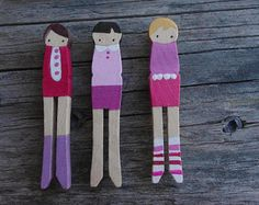 handmade wooden folk art mini clothespin dolls por mooshoopork