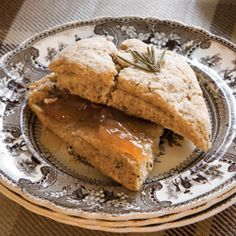 Serve warm with Pear Preserves, if desired. Tea Recipes, Brunch Recipes, Party Recipes, Scones And Clotted Cream, Savory Scones, Sweet Pastries, Tea Cakes, Sweet Bread, High Tea