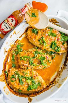 This quick and easy Nando& peri peri style chicken is so simple - just one pot and three (or four) ingredients! Juicy, full of flavor- perfect with rice! Nandos Chicken Recipe, Nandos Peri Peri Chicken, Peri Peri Sauce, Nando's Chicken, Baked Chicken, Chinese Chicken, Garlic Chicken, Grilled Chicken, Beef Recipes