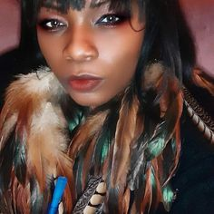 Feather Headpiece, Feather Earrings, Bohemian Lace Dress, Large Feathers, Bleach Dye, Natural Brown, Down Hairstyles, Warm Colors, Looks Great
