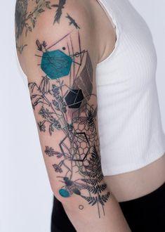 Nature Inspired floral tattoos Marta Lipinski - List of the most beautiful tattoo models 12 Tattoos, Time Tattoos, Unique Tattoos, Beautiful Tattoos, Body Art Tattoos, Cool Tattoos, Feminine Tattoos, Tattos, Quarter Sleeve Tattoos