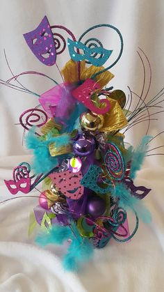 Farsangi dekor #kreativötletekboltja #kreativtanfolyam #farsang #karnevál #facebooklive #diycraft #hobby #homedecor Ornament Wreath, Ornaments, Minden, Mardi Gras, Sweet 16, Child, Wreaths, Halloween, Home Decor