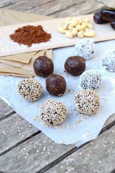 The madness of Energy balls: 5 recipes to test! Vegan Desserts, Raw Food Recipes, Snack Recipes, Healthy Recipes, Healthy Tips, Healthy Carrot Cakes, Healthy Snacks, Diet Snacks, Energy Bites