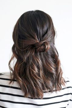 Hair Inspiration: The Loose Half-Up Top Knot | Le Fashion | Bloglovin'