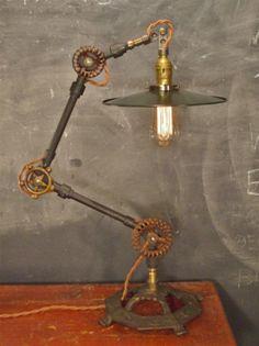 Vintage Industrial Desk Lamp. Lampe. Industriel. Steampunk. Métal.