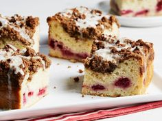 Fill this crumb-topped coffee cake with fresh raspberries and drizzle it with a lemon glaze.Put the flour, brown sugar, cinnamon and salt in a small bowl and stir to combine. Add the butter and mix … Square Cake Pans, Square Cakes, Cake Recipe Food Network, Food Network Recipes, Raspberry Coffee Cakes, Cake Batter, Cupcake Cakes, Cupcakes, Baked Goods