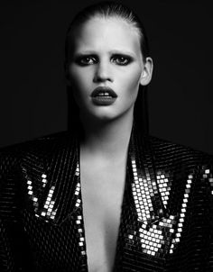 Lara Stone – This fierce runway face gives the gap an edge, like she just might tear your face off with those chompers. Rawr.