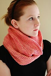 A simple slip stitch pattern cowl by Antonia Shankland for Madelinetosh. Instructions are written for two different cowl lengths both short and long.