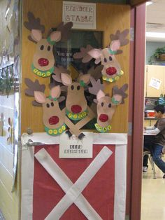 Reindeer Stable Door Decor Preschool Decoracion Amazing Home Christmas Classroom Door, Office Christmas Decorations, Preschool Christmas, Classroom Crafts, School Decorations, Christmas Activities, Christmas Art, Classroom Ideas, Cubicle Decorations