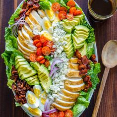 Easy Chicken Cobb Salad with the Best Cobb Salad Dressing! A protein-packed salad loaded with crisp lettuce, tomatoes, chicken, avocado and blue cheese. Ensalada Cobb, Cobb Salad Ingredients, Cobb Salad Dressing, Vinaigrette Dressing, Dressing Recipe, Avocado Tomato Salad, Food Platters, Dinner Salads, Soup And Salad