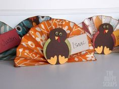 Amy from thehappyscraps.com shows us how to make the cutest name cards for Thanksgiving dinner!