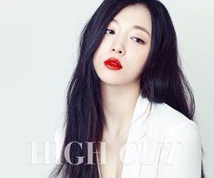 "Sulli f(x) Tampil Cantik untuk Majalah ""High Cut"" Sulli Choi, Choi Jin, Korean Beauty, Asian Beauty, Kdrama, Babe, Female Stars, How To Pose, Korean Celebrities"