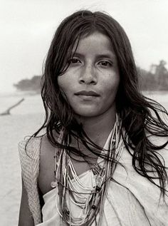 Kogui girl,Kogui are an Indigenous ethnic group that lives in the Sierra Nevada de Santa Marta in Colombia, Colombia by Divonsir Borges We Are The World, People Around The World, Around The Worlds, Girls Girls Girls, Sierra Nevada, Santa Marta, Natural Women, Interesting Faces, Native American Indians