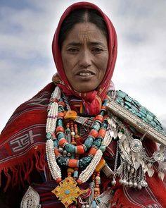 Sabrina Nicolazzi (@magbrinik) op Instagram: 'Portrait of beautiful woman with traditional clothes and jewellery  of Spiti valley taken during…'