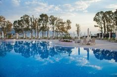 Book your summer vacation now at the Family Life Kerkyra Golf on Corfu to save up to 15%, get free transfer from/to the airport and free stay for two children.