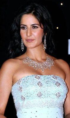 Katrina Kaif 2007 to 2008 Beautiful Bollywood Actress, Beautiful Indian Actress, Beautiful Actresses, Beautiful Saree, Beautiful Women, Bollywood Celebrities, Bollywood Fashion, Indian Bollywood, Hot Actresses