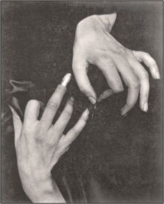 The Photo: Alfred Stieglitz Hand Reference, Photo Reference, Drawing Reference, Drawing Tips, Figure Drawing, Hand Photography, History Of Photography, Hand In Mouth, Hand Pose