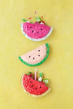 how to make a pinata, DIY Watermelon Pinatas Watermelon Crafts, Watermelon Birthday, Watermelon Slices, Mini Pinatas, Paper Plate Crafts For Kids, Fun Crafts For Kids, Paper Craft, Craft Party, Diy Party
