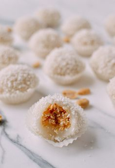 How to Make mochi at home. Coconut Peanut Mochi (糯 Filipino Desserts, Asian Desserts, Asian Recipes, Ethnic Recipes, Japanese Desserts, Chinese Desserts, Sushi Recipes, Bakery Recipes, Japanese Food