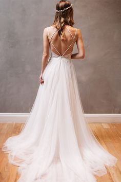beach wedding dresses,tulle wedding dresses,backless wedding dresses,simple bridal gowns