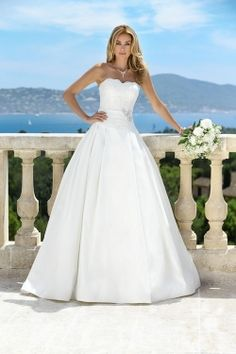 Explore the extensive collection of wedding dresses by Ladybird Bridal online. Affordable, stylish wedding dresses with the perfect fit for any figure. Pretty Wedding Dresses, Lace Wedding Dress, Weeding Dress, Custom Wedding Dress, Bridal Wedding Dresses, Designer Wedding Dresses, Pretty Dresses, Beautiful Dresses, Marie