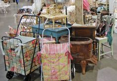 ~ I need a cute lined flea market cart like these ! Flea Market Booth, Flea Market Style, Folding Shopping Cart, Shopping Carts, Visual Merchandising, Antique Booth Displays, Diy Bags Purses, Cart Cover, Basket Liners