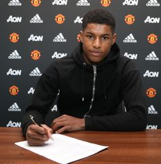 Rashford signs new contract - Official Manchester United Website