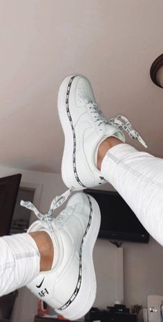 Jordan Shoes Girls, Girls Shoes, Ladies Shoes, Shoes Women, Footwear Women, Jordan 11 Outfit, Nike Footwear, Jordan Outfits, Women Sandals