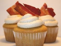 French Toast & Bacon Cupcakes with Maple Buttercream frosting... I cannot imagine these are bad.