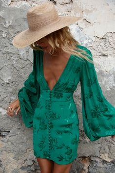 Balloon sleeve mini dress in green jacquard - Isabella Dress – Rat & Boa USA - Balloon sleeve mini dress in green jacquard – Isabella Dress – Rat & Boa USA Source by - Mode Pop, Look Boho Chic, Mode Hippie, Hippie Chic, Boho Fashion, Fashion Outfits, Gothic Fashion, Green Fashion, Steampunk Fashion