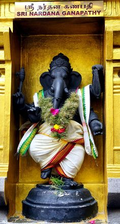 Dancing Ganesha, Maha Mariammam temple Singapore, photo by Anandajoti Bhikkhu Shri Ganesh Images, Ganesh Chaturthi Images, Sri Ganesh, Ganesh Lord, Ganesha Pictures, Good Morning Friday Images, Tantric Yoga, Dancing Ganesha, Ganesh Idol