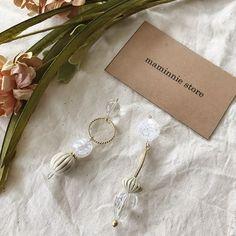. 【sold out!】 . 0523 新作分 . 全長▶︎約8cm price▶︎1800yen ピアスorイヤリング可能 ピアス金具▶︎フックタイプ . 人気のアシメシリーズです。 アンティークパーツ×クリア×ゴールドで まとめました。 女性らしく合わせやすいです。 2017.05.22 #maminniestore #handmade #accessory #pierce #earring #手作り #ハンドメイド #ハンドメイドアクセサリー #ハンドメイドピアス #ハンドメイドイヤリング #アクセサリー #耳飾り #ピアス #イヤリング#大振りピアス #趣味 #お洒落さんと繋がりたい #大人カジュアル #夏ピアス #新作 #ヴィンテージ #アンティーク #アシメシリーズ #アシンメトリー
