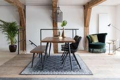 Dutchbone setting- Boer Staphorst | #vloerkleed #stoelen #groen #hout #tafel #lamp #bijzettafeltjes #dutchbone Bekijk meer van dutchbone op: www.boer-staphorst.nl/dutchbone