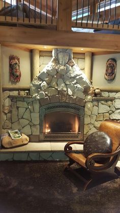 Custom Cabin with Extraordinary Views - Stay Three Nights Get One Night Free. Situated on the banks of the Skykomish River, this house sits on secluded priv...